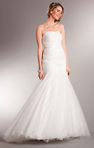 Strapless Long Prom Wedding Dress in Tulle with Train. a619w.